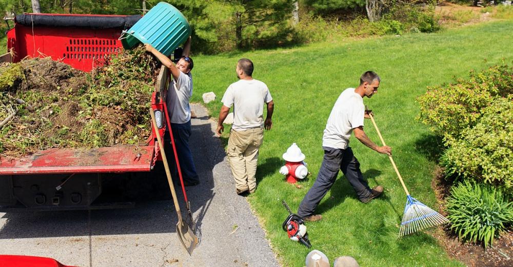 Nagy munka a kertfenntartás
